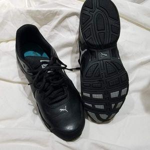 LIKE NEW! Puma sport lifestyle sneakers